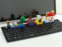 上海問屋、キーボード上部にレゴなどのおもちゃを接続できる「遊べるUSBキーボード」