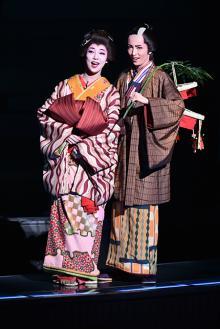 宝塚雪組トップコンビのサヨナラ公演が華やかに開幕!