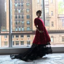 紗栄子、世界最大のファッションの祭典に参加 深紅のドレスでメットガラ登場