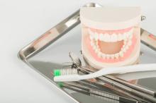 「月1回のクリーニングは不必要」歯の予防は●●すればOK!