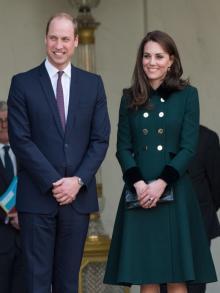 """キャサリン妃&<span class=""""hlword1"""">ウィリアム王子</span>「TV見ながらデリバリーカレー」!"""