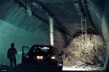 突然の崩落事故にハ・ジョンウ悲鳴!「トンネル」緊迫の本編映像を先行入手