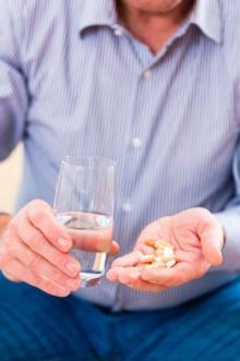 規定通り飲んだら深刻副作用も シニアの薬は半分でいい