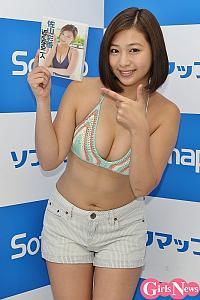 佐山彩香、 家庭教師になり生徒とデートする設定の新作  「夜のベッドのシーンはセクシーに大人っぽく」