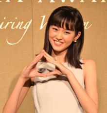 桐谷美玲、母譲りの大食いアピール「おにぎりがこんなに大きくて…」