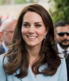 キャサリン妃、フィラー顔でもブルーのコート姿が過去最高に美しいと絶賛の嵐
