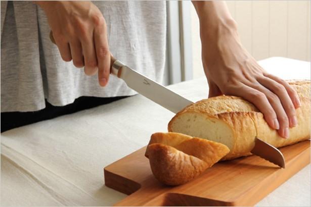 切れ味のよさにマツコも雄叫び!「マツコの知らない世界」で紹介された「パン切り包丁」が爆売れ