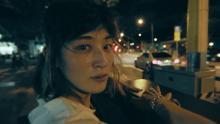 水曜日のカンパネラ、新MV「ユニコ」でコムアイがシンガポールの街中を漂う