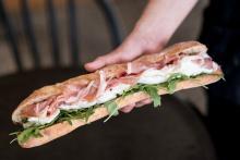 モッツァレラチーズのサンドイッチ店「Mmmozza(ンーモッツァ)」2号店が青山に!限定メニューも登場