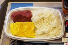 実はマクドナルドにライス(ご飯)を使った和食的な朝マックがあるんですよ