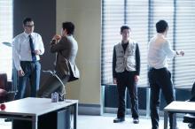 ドラマ『CRISIS』特捜班男子メンバーは撮影の合間も「常にオン!」格闘技の練習オフショット公開