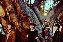 スピッツ、結成30周年記念でシングル37曲のMV&厳選ライヴ映像をGYAO!で連続配信
