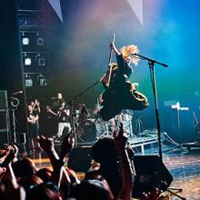 MIYAVI15周年対バンライブが赤坂BLITZで開幕、初日はオーラルとの対バンで大盛況