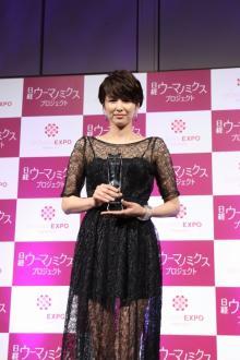 吉瀬美智子、美脚際立つシースルードレスでビューティーミューズに!