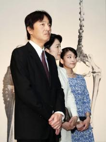 眞子さま、秋篠宮ご夫妻と博物館に=婚約準備報道後、初の公務