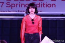 芸能界復帰の元天才子役吉川愛、ランウェイ登場で歓喜の歓声