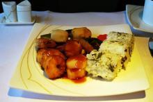 タイ国際航空のファーストクラスのご飯が美味しすぎる件 / まるで空飛ぶ高級ホテル&レストラン