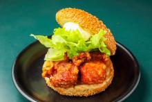 満腹御礼 ご当地肉グルメの旅 函館の人気チェーン「ラッキーピエロ」で全国No.1ハンバーガーを食す!
