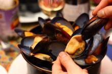フランスで愛されるB級グルメ、ムール&フリットの専門店が神楽坂にオープン!