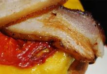 ハンバーガーのメッカになるかもしれない「ICON」のベーコンチーズバーガー / アンガス牛のミスジを使用