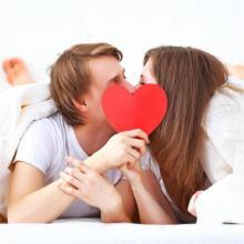 キスは意思ではなく「させられている」!?驚くべき脳内ホルモンの影響