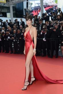 """70回目を迎えた<span class=""""hlword1"""">カンヌ</span>国際映画祭、印象的なドレスを着ていた歴代25人とは?"""