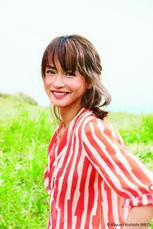 長谷川京子が「&ROSY」で初表紙! 大人キュートな表情で魅了