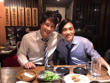 鈴木伸之『あなそれ』平間壮一と肩組み仲良しショット公開 第6話のラストに「衝撃」を予告