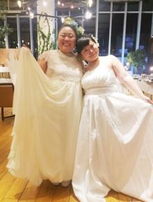江上敬子 結婚パーティーで相方・近藤と純白ドレス2ショット