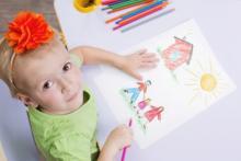 """子どもが描く家族の絵は「家庭の混乱」の<span class=""""hlword1"""">度合い</span>と関係する!?"""