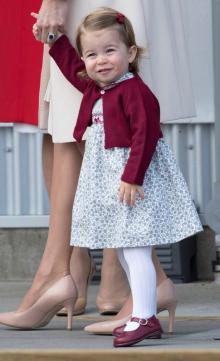 シャーロット王女、2歳にしてまるでおばさん!?同情とショックの声