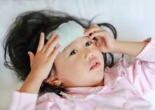 【医師監修】子どもの微熱が下がらない…どうする? 注意すべきケースは?