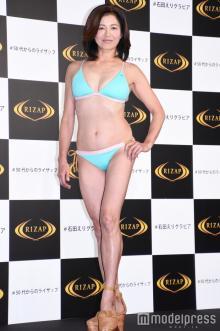 56歳石田えり、ウエスト15cm減でメリハリボディ 23年ぶりビキニ姿