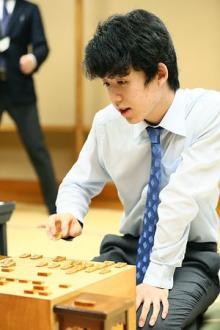 将棋の藤井四段が19連勝=中学生初の竜王戦本戦へ