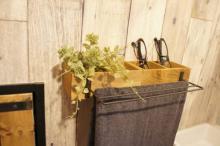 アイデア満載!女子DIYクリエイターリレー 100円アイテムで洗面所のオシャレ収納を作ろう!「簡単タオルハンガー」by tomooo.25さん