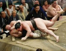 白鵬、27日にもV=高安は大関確実に-大相撲夏場所13日目