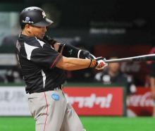 井口が250本塁打=プロ野球・ロッテ
