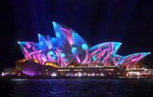 豪シドニーで光の祭典=オペラハウスも幻想的に