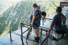 【世界の絶叫】ギネスブック掲載の最恐バンジージャンプを体験しよう / 巨大な橋から渓谷へ飛び降りる! 南アフリカ