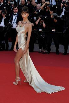 カンヌ国際映画祭、今年のトレンドは片脚腿出しファッション!