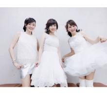 早見優、松本伊代と渡辺美奈代と『セーラー服を脱がさないで』を歌う