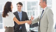 お給料・待遇or仕事内容への憧れ、就活の企業選びはどっちを重視すべき?