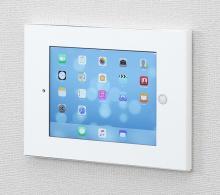 サンワサプライ、iPadを壁面ディスプレイにできるスチールボックス発売
