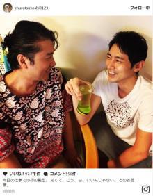 ムロツヨシ、小泉孝太郎との2ショットで新たな髪型披露