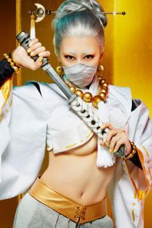 浅田舞が舞台初挑戦! 下乳ちらりの妖艶な舞台衣装姿を解禁