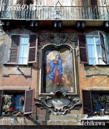 ロトンダ広場の朽ちかけた壁画への思い Piazza della Rotonda Rome in Italy