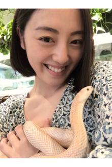 沢井美優 大好きな蛇に大興奮!!「癒されました。」