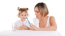 歯磨きを嫌がる2歳児、朝晩歯磨きをさせるべき?