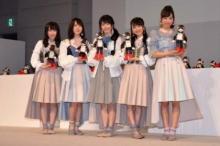 AKB48&ロボットRobi48がコラボダンス披露 横山由依、雨予報にも「思い出に残る総選挙になれば」