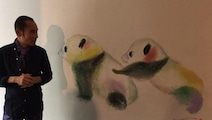 """片岡鶴太郎 「上野の森美術館」壁面にパンダ描き""""3ショット"""""""